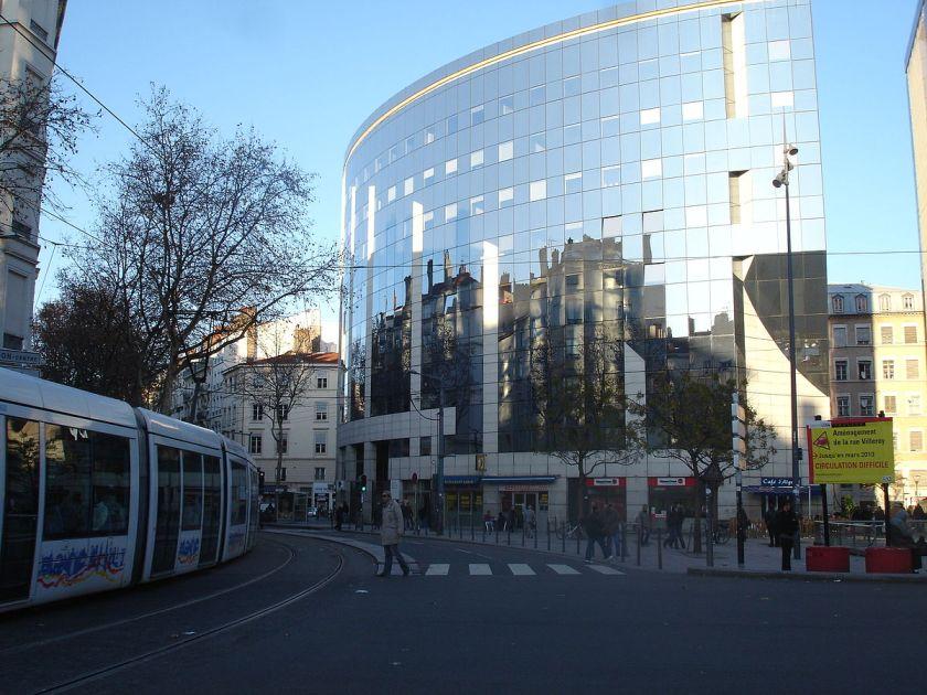 1200px-lyon_place_du_pont2